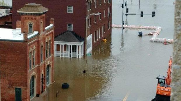 Flooding slams downtown Davenport, pushing all-time record