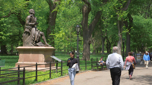 statue-of-poet-robert-burns-in-central-park-620.jpg