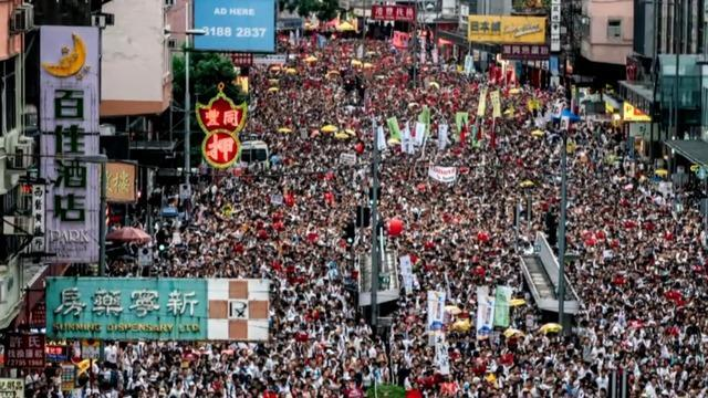 Hong Kong protest draws hundreds of thousands over extradition bill