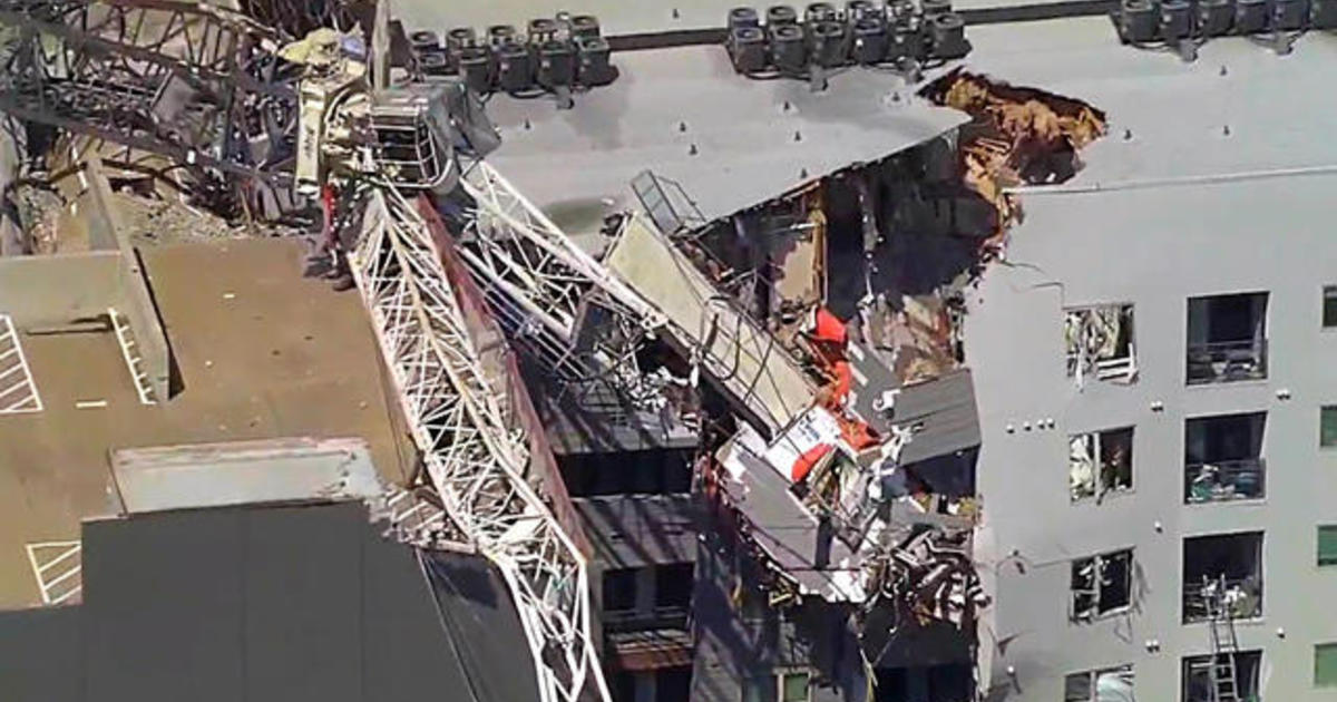 At least 1 killed, several injured in Dallas crane collapse