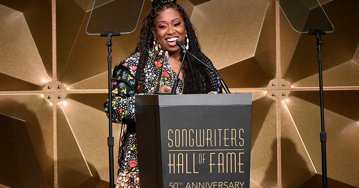 Missy Elliott: Missy Elliott is the first female rapper to get inducted into the Songwriters Hall of Fame