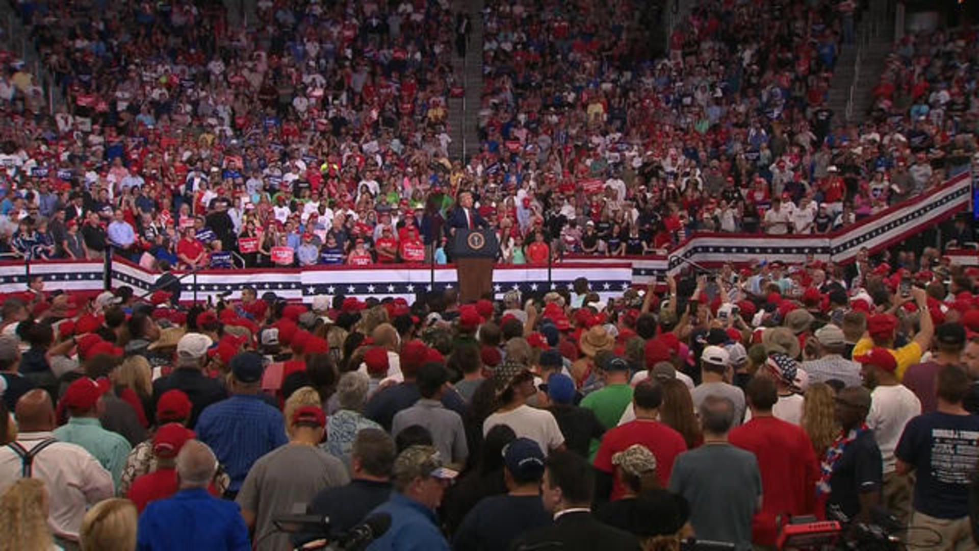 """Trump's rally draws large crowd but lacks """"intense pro-Trump enthusiasm"""" of  past events - CBS News"""