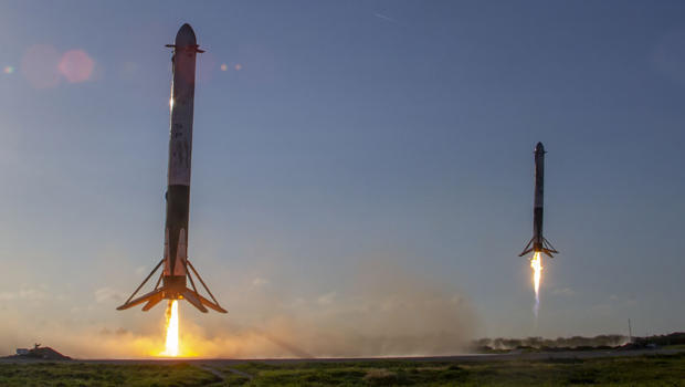 spacex-arabsat-6a-mission-falcon-heavy-rocket-side-boosters-land-april-11-2019-620.jpg