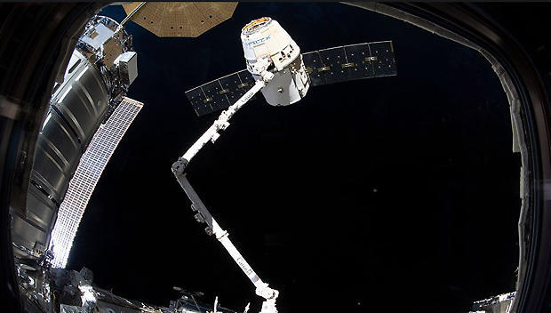 Weather postpones SpaceX launch of supplies to space station