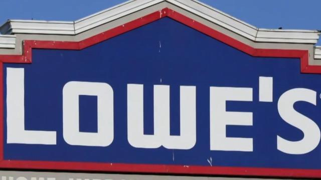 Lowe's layoffs, Siri snooping and other MoneyWatch headlines