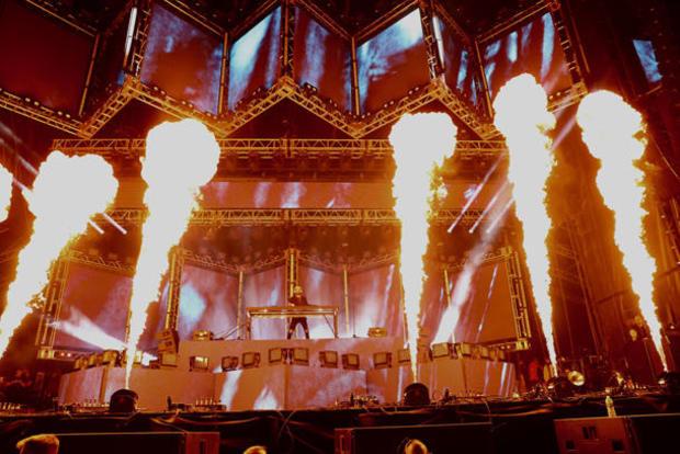 lollapalooza-jake-barlow-fire-effects-4r8a2102.jpg