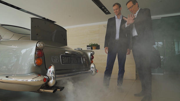 1965-aston-martin-db5-bond-car-barney-ruprecht-demonstrates-smoke-screen-for-anthony-mason-620.jpg