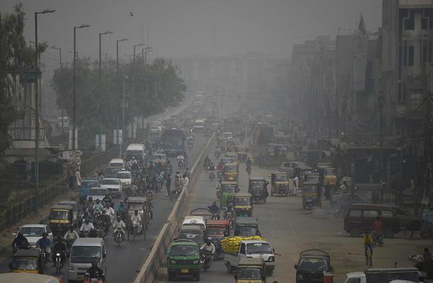 TOPSHOT-PAKISTAN-POLLUTION-SMOG