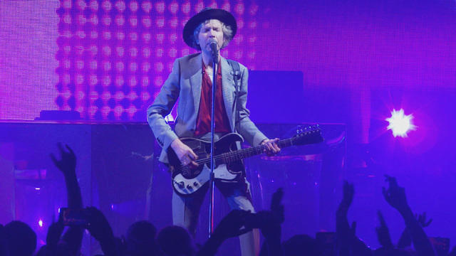 0831-saturdaysessions-beck-devilshaircut-1923998-640x360.jpg