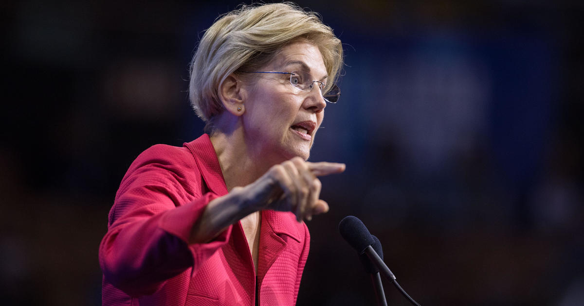 Elizabeth Warren uses Trump family to illustrate need for anti-corruption plan