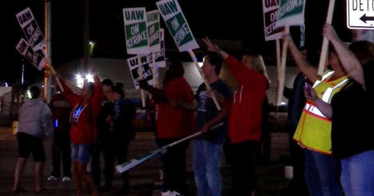 "Thousands of auto workers strike against GM: ""We stood up for GM when they needed us"""