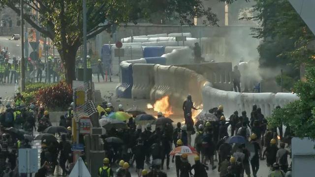 0916-cbsn-dqy-hkprotesters-1934223-640x360.jpg