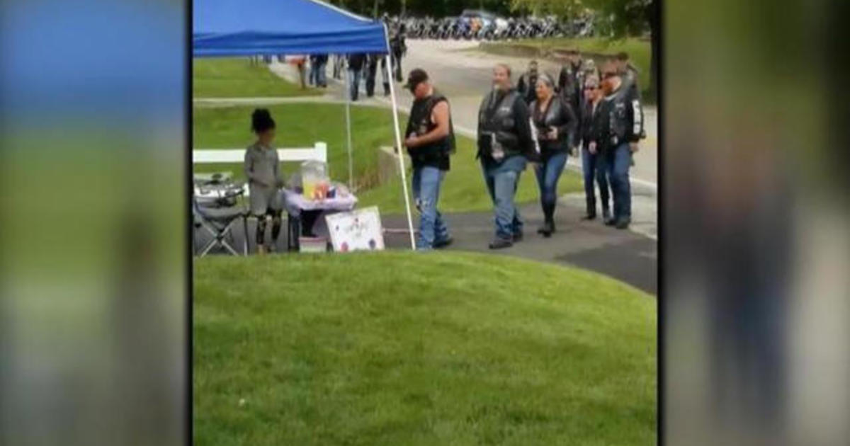 Motorcycle group visits girl's lemonade stand to thank her mom for saving them