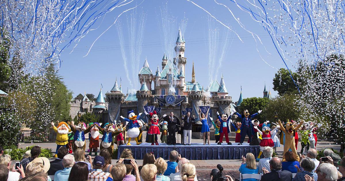 Disney World and Disneyland are closing amid coronavirus thumbnail