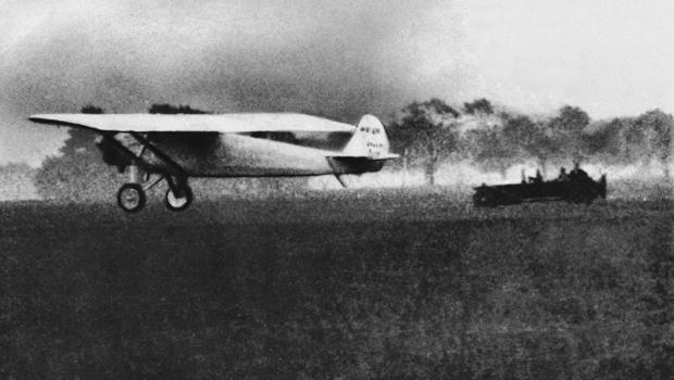 charles-lindbergh-takes-off-ap-270520055.jpg