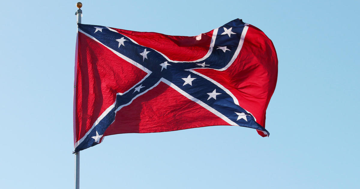 """High school teacher tells class a Confederate flag means """"you intend to marry your sister"""""""