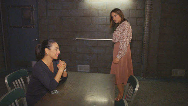 svu-interrogation-room-mariska-hargitay-and-michelle-miller-620.jpg