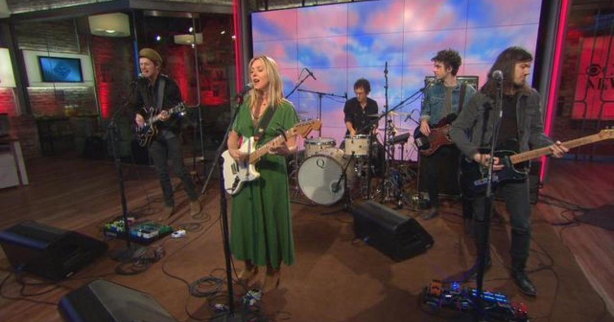 """Saturday Sessions: Liz Phair performs """"Divorce Song"""""""