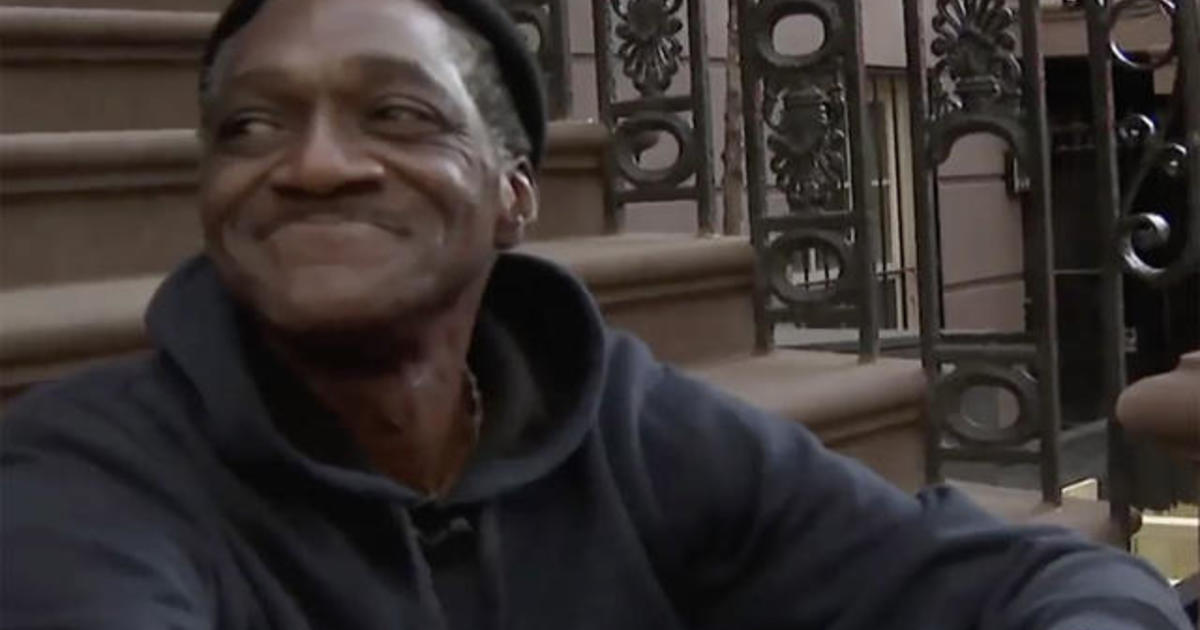 Community rallies behind homeless man, posting flyers to help him find a job