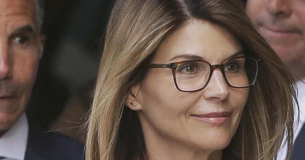Lori Loughlin and other parents face new charge in admissions scandal