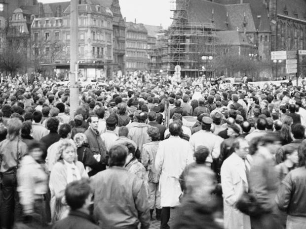 berlin-wall-leipzig-protest-ap-8503140157.jpg