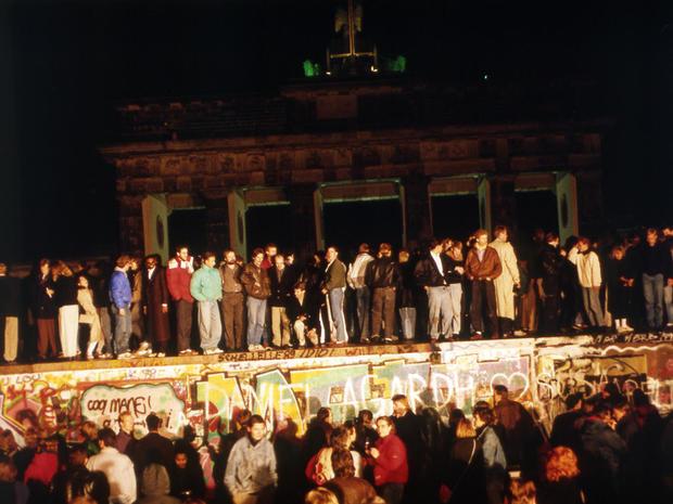 berlin-wall-ap-8911100652.jpg