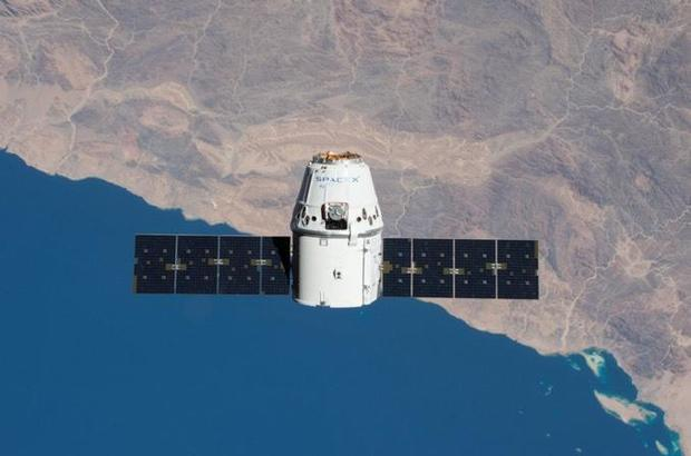 """SpaceX cargo ship bringing """"Mighty Mice"""" – and Christmas gifts – to space station"""