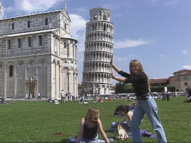 tourists-at-leaning-tower-of-pisa-promo.jpg