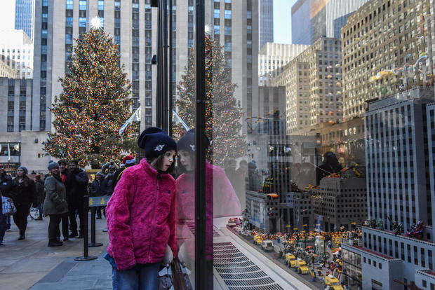New Yorkers Go Shopping As Christmas Holiday Draws Near