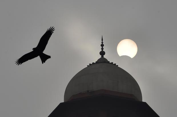 PAKISTAN-ASTRONOMY-SOLAR-ECLIPSE