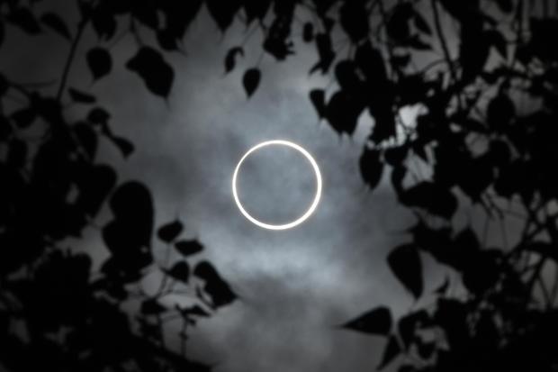 TOPSHOT-INDIA-ASTRONOMY-SOLAR-ECLIPSE