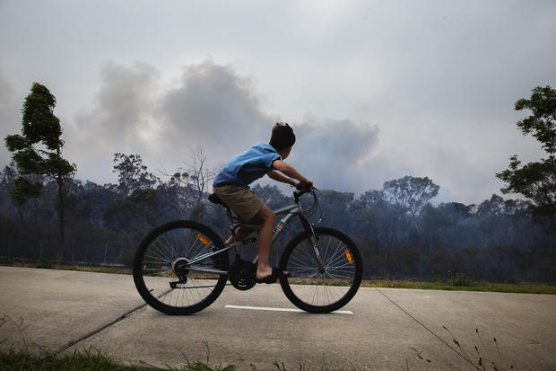 Western Sydney bushfire forces M5 closure