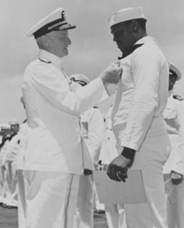 admiral-nimitz-awards-doris-miller.jpg