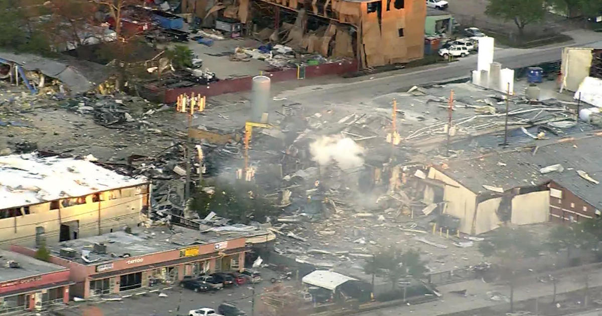 2 killed in massive warehouse explosion in Houston