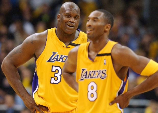 Los Angeles Lakers' center Shaquille O'Neal (L) la