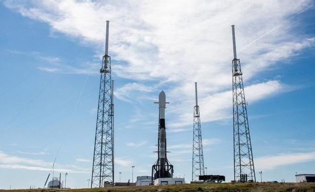 SpaceX to press ahead with planned launch of more satellites