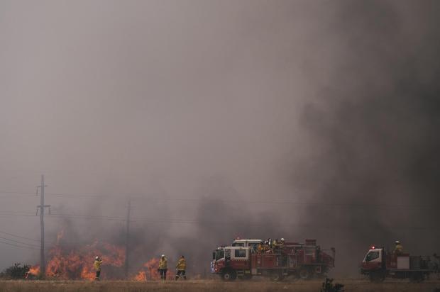 Pialligo Bushfire Continues To Burn Close To Canberra Airport