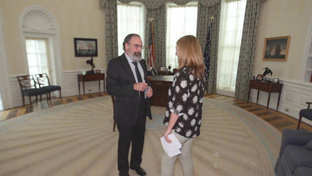 mandy-patankin-and-holly-williams-on-set-of-homeland-620.jpg