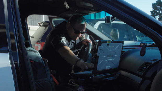 surveillance-cop-in-car-laptop.jpg