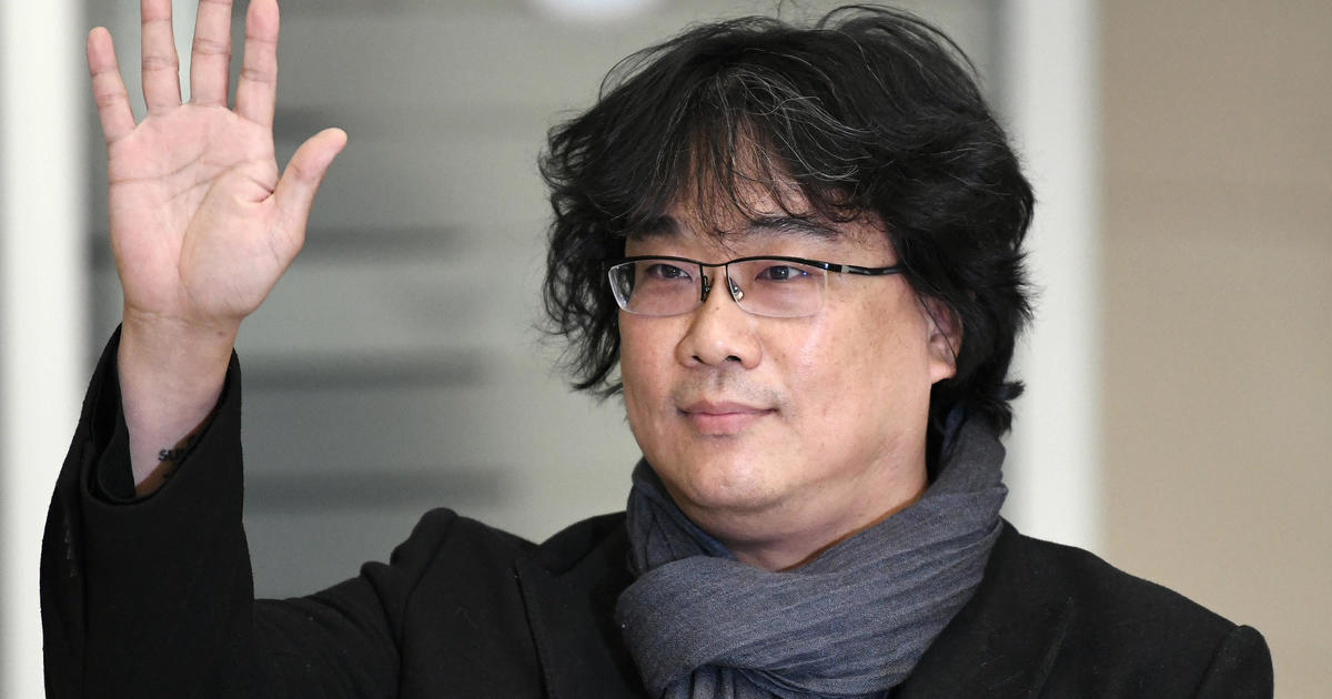 "Oscar-winning director of ""Parasite"" greeted by applause in return to South Korea"