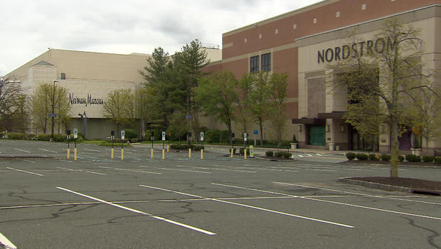 department-stores-empty-parking-lot-620.jpg