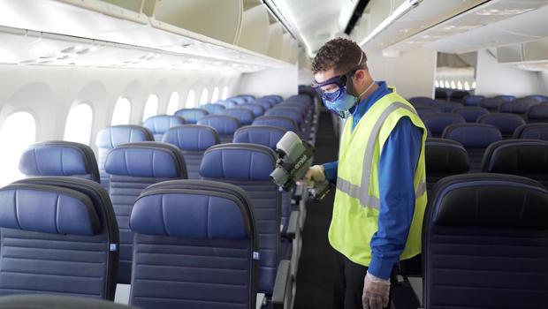united-plane-sanitizing-620.jpg