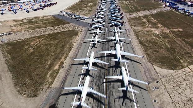 parked-planes-b-620.jpg
