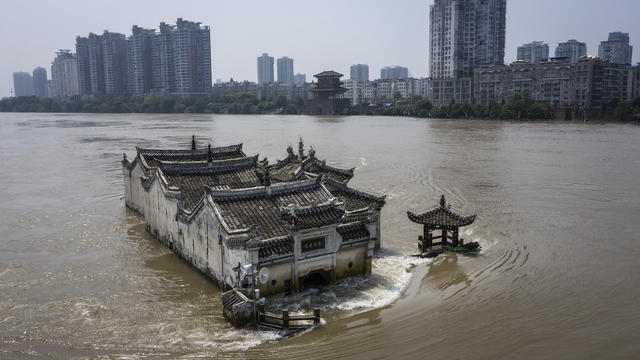 700-Year Old Guanyinge Temple Still Exists In Flood