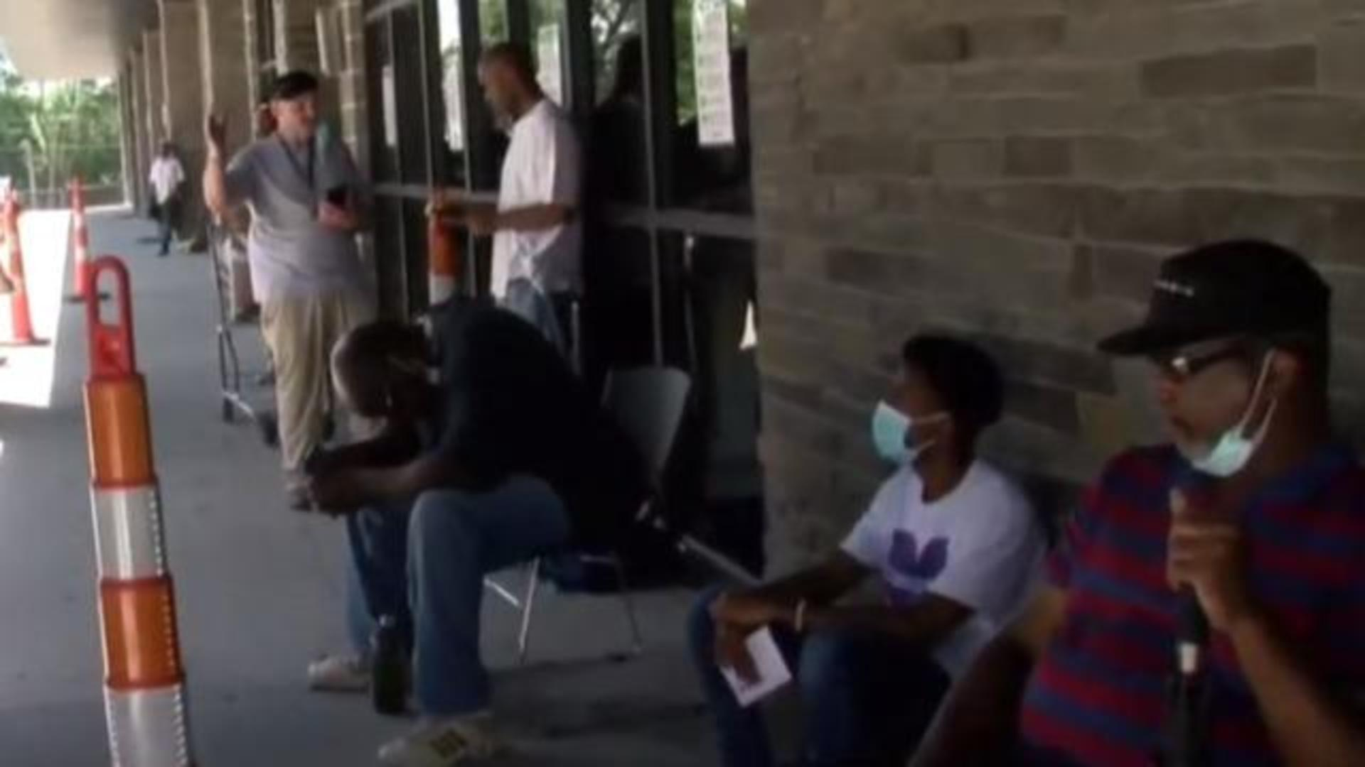 Extra 600 In Unemployment Benefits Ends As Negotiations Continue Cbs News