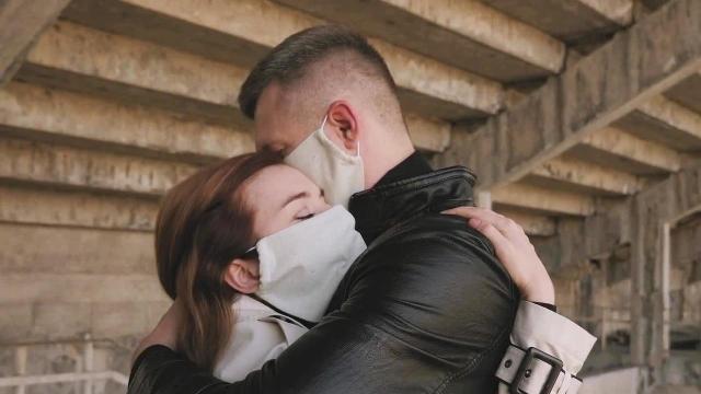masked-hug-1280.jpg