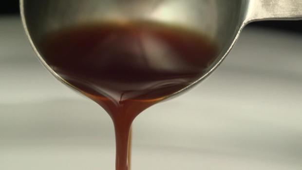pouring-vanilla-extract-620.jpg
