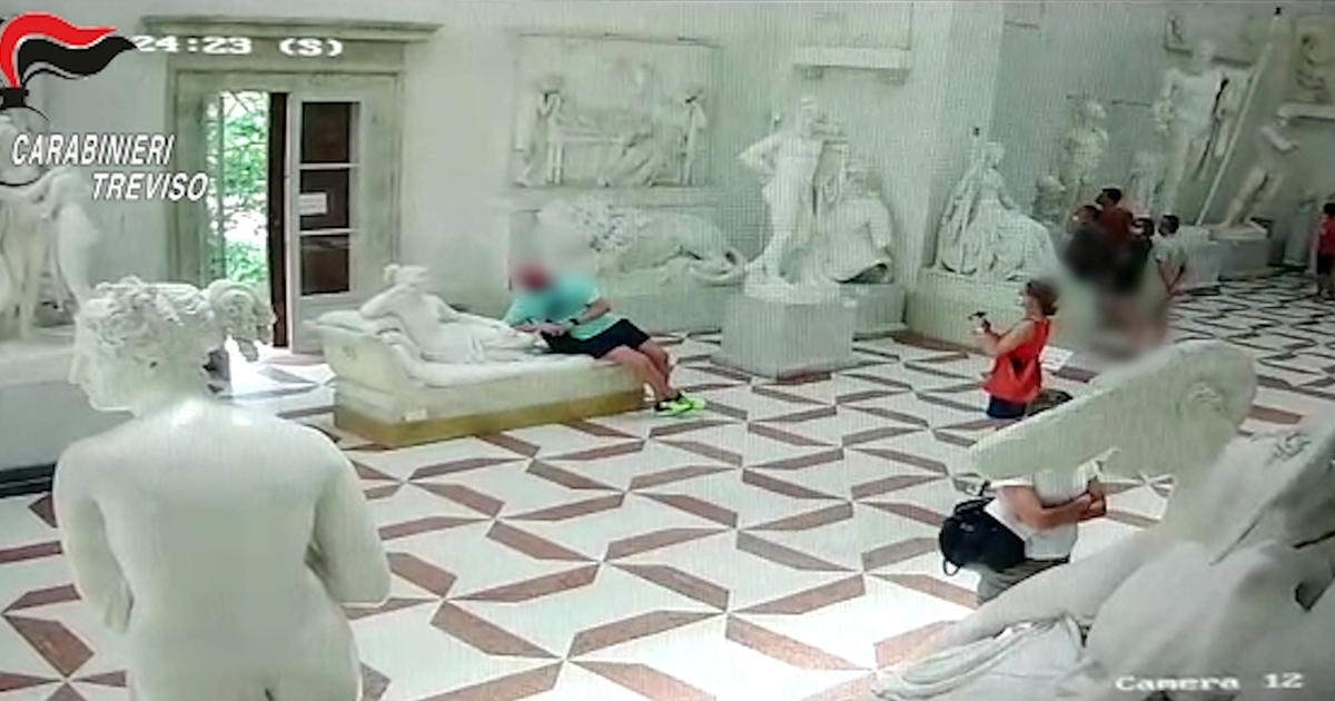 Tourist damages 200-year-old Italian sculpture while posing for a photo