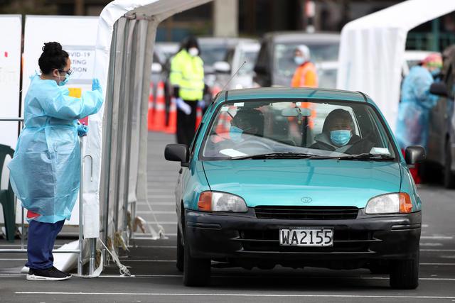 New Zealand extends lockdown of largest city as coronavirus cluster grows -  CBS News