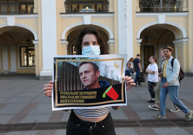 People gather to show support for Russian opposition leader Alexei Navalny in Saint Petersburg